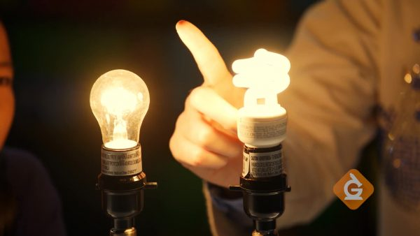 invention of the incandescent light bulb vs a florescent light bulb